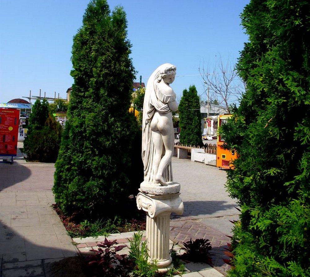 статуи богинь в Витязево