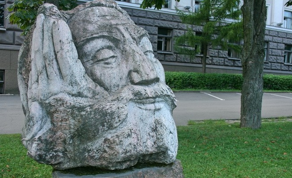 Каменная голова Могилев