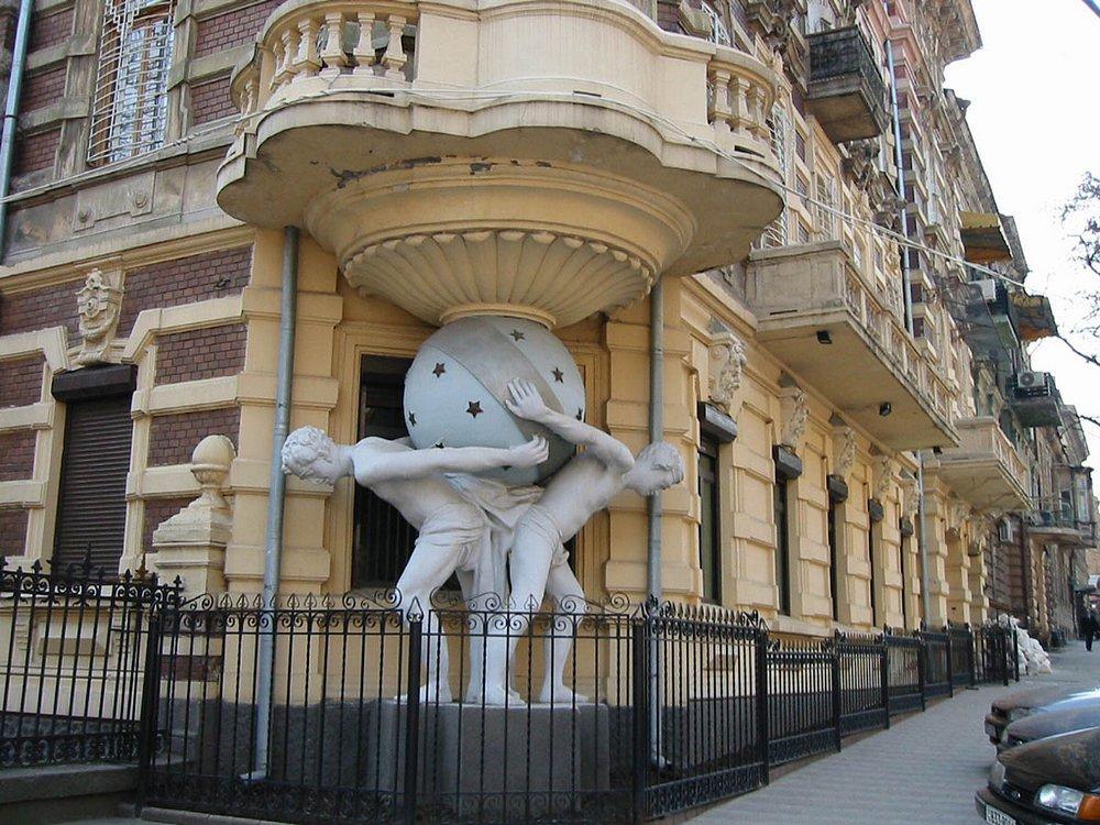 Одесса Дом с атлантами