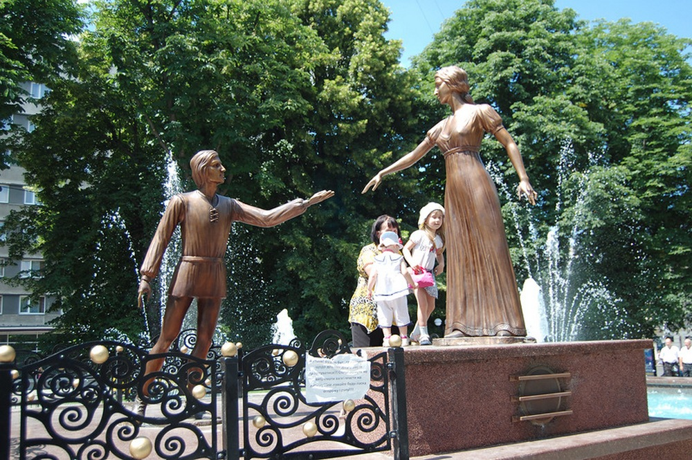 Львов.Памятник Ромео и Джульетте (2)