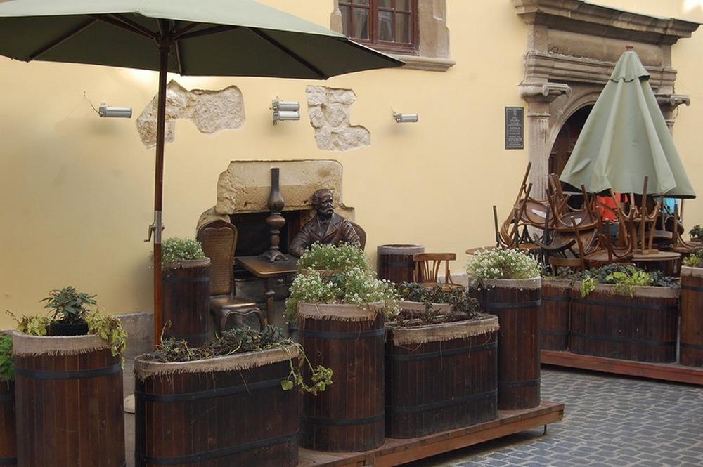 Львов.Памятник изобретателям керосиновой лампы